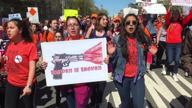 vídeos de stock, filmes e b-roll de several hundred high school students march down pennsylvania avenue from the white house to the us capitol to deliver letters to members of congress... - pennsylvania avenue
