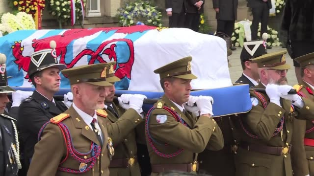 stockvideo's en b-roll-footage met several hundred people joined european royalty including britain's princess anne and king philippe of belgium at saturday's funeral for luxembourg's... - koningschap