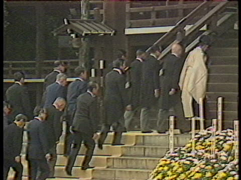 several members of the japanese government attend a ceremony commemorating the end of world war ii. - (war or terrorism or election or government or illness or news event or speech or politics or politician or conflict or military or extreme weather or business or economy) and not usa点の映像素材/bロール