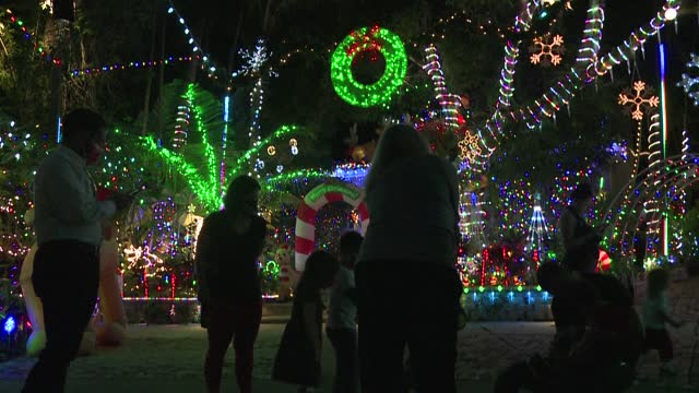 vídeos y material grabado en eventos de stock de several miami residents illuminate their houses and neighborhoods with an abundance of christmas decorations in the hopes to bring joy to their... - pembroke
