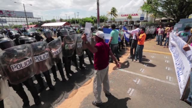 several nicaraguan members of the opposition lead a protest to demand an impartial electoral tribunal for the 2016 presidential elections - nicaragua video stock e b–roll