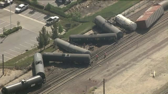 several tanker cars rolled over after a train derailed in san bernardino, tuesday morning.the incident occurred about 9:30 a.m. in the 7200 block of... - 脱線点の映像素材/bロール