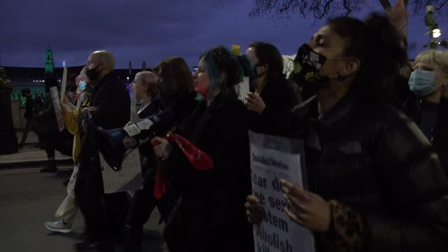 several thousand people defy covid regulations and march across westminster bridge on the kill the bill protest opposing the controversial police,... - westminster bridge stock videos & royalty-free footage