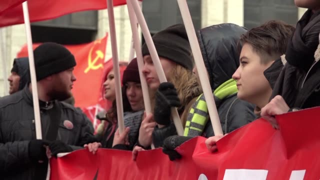 several thousand supporters of russia's communist party rally in moscow against government policies with some attacking president vladimir putin who... - communist party stock videos and b-roll footage