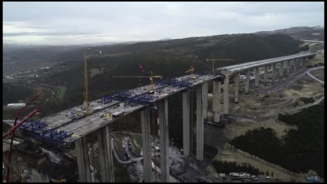 vídeos de stock, filmes e b-roll de several workers were trapped under rubble when a concrete block dropped off during the ongiong construction works of a motorway in northwestern... - ponte