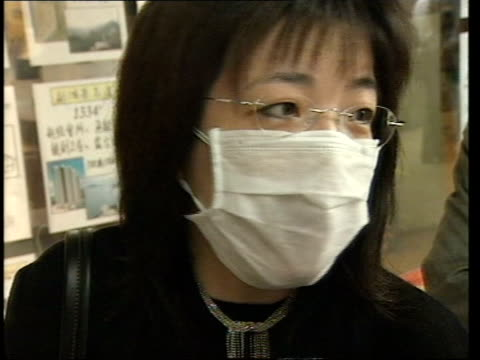 severe acute respiratory syndrome : government reassurances; evening news: adrian brown china: hong kong: ext gv hong kong harbour with low cloud... - 重症急性呼吸器症候群点の映像素材/bロール
