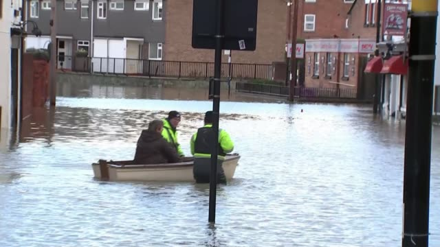 severe flood warning remain in place for ironbridge and shrewsbury england shrewsbury lion and pheasant hotel int gv people mopping up water and... - hanging up stock videos & royalty-free footage