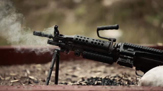 stockvideo's en b-roll-footage met severely smoking gun - machinegeweer