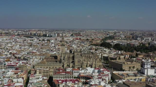 vidéos et rushes de sevilla cathedral and nearby cityscape / seville, spain - cathédrale