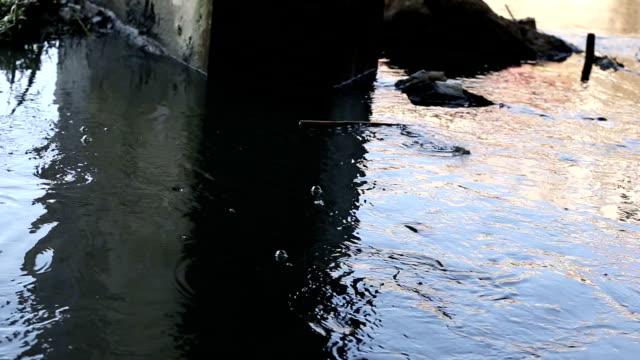 vidéos et rushes de système d'écoulement des eaux - canal eau vive