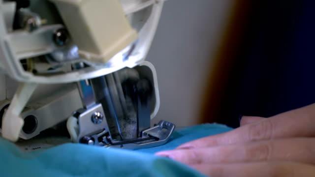 vídeos de stock e filmes b-roll de sewing blue colored cloth - sewing
