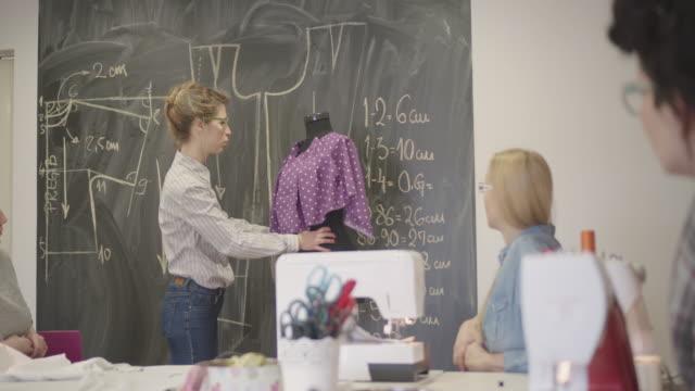 4 k  : 洋裁教室 - トルソー点の映像素材/bロール