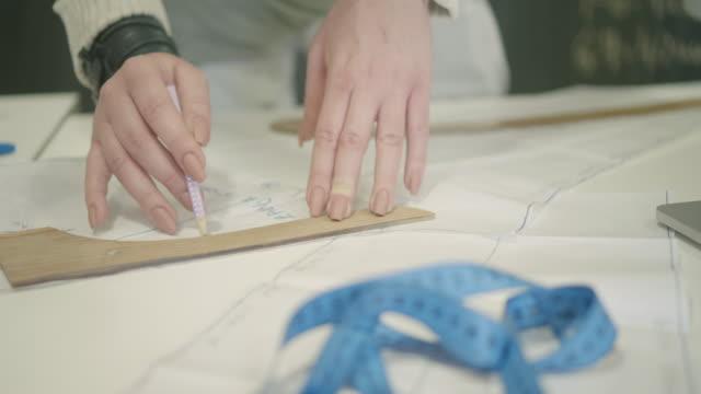 4 k  : 洋裁教室 - 仕立て屋点の映像素材/bロール