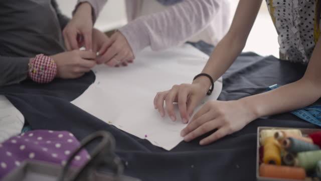 子供用ミシン縫い。 - 仕立て屋点の映像素材/bロール