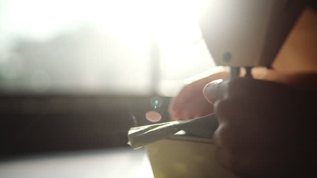 太陽光で布を縫う - パタンナー点の映像素材/bロール