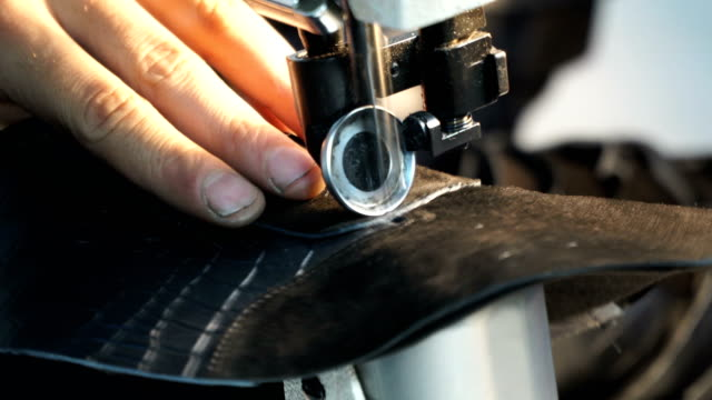 sewing leather - sewing machine embroider on the leather - making leather shoes - 裁縫点の映像素材/bロール