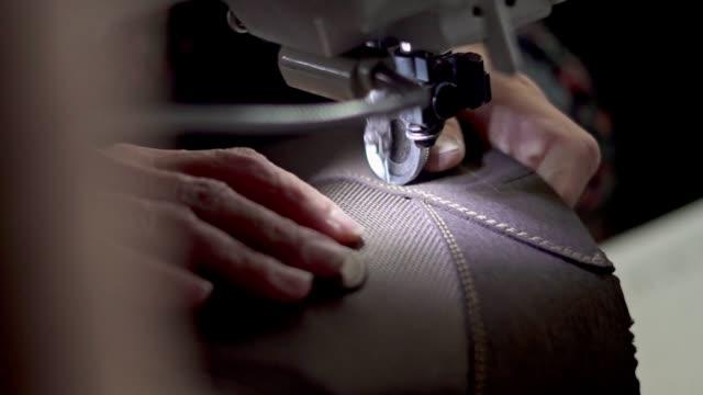 nähen lederschuhe - leder stock-videos und b-roll-filmmaterial