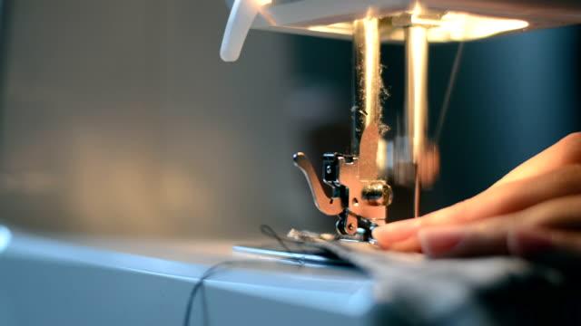 vídeos de stock, filmes e b-roll de máquina de costura, mãos, feita à mão - home made
