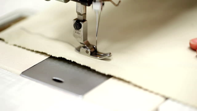 stockvideo's en b-roll-footage met sewing machine running - doe het zelven