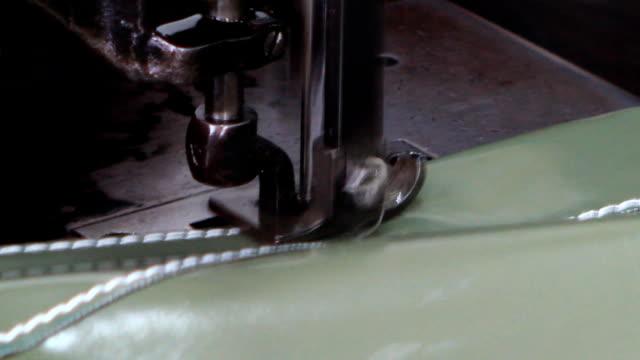 nähmaschine - nadel pflanzenbestandteile stock-videos und b-roll-filmmaterial