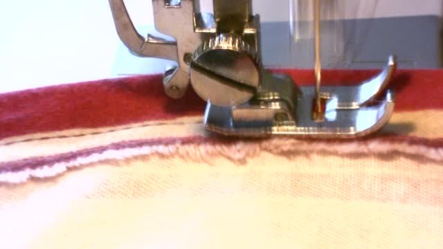 macchina per cucire - macchina per cucire video stock e b–roll