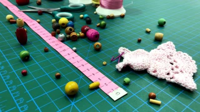 vídeos y material grabado en eventos de stock de coser - tijeras