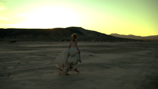 (Slow Motion) Sexy Blonde in the Desert 05