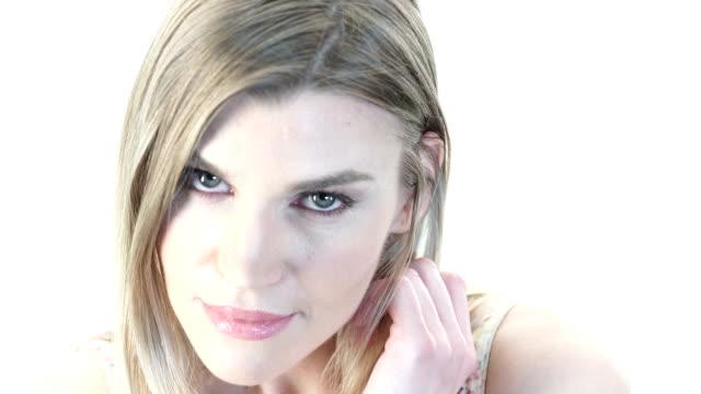 sexy model auf weißem bg - hot kiss stock-videos und b-roll-filmmaterial