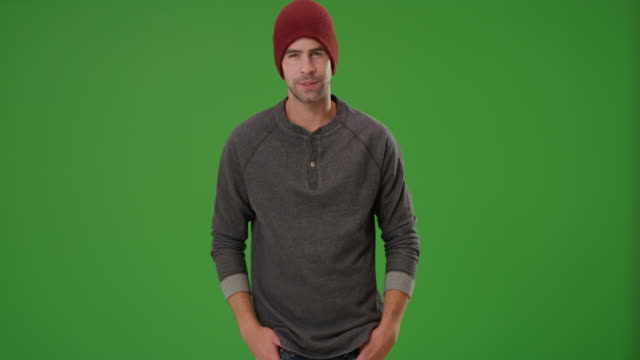stockvideo's en b-roll-footage met sexy urban millennial posing on green screen - muts