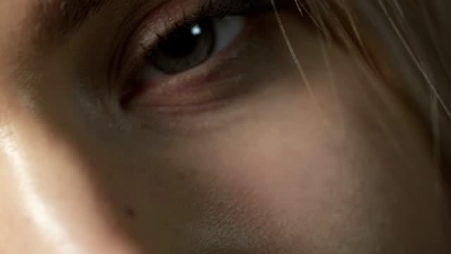stockvideo's en b-roll-footage met sexy woman closeup - menselijke neus