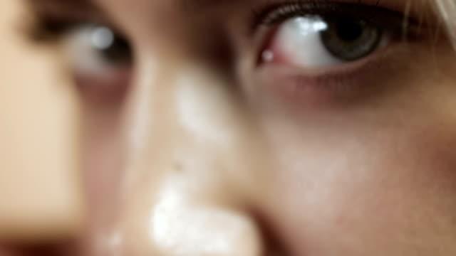 sexy frau nahaufnahme - menschliches auge stock-videos und b-roll-filmmaterial