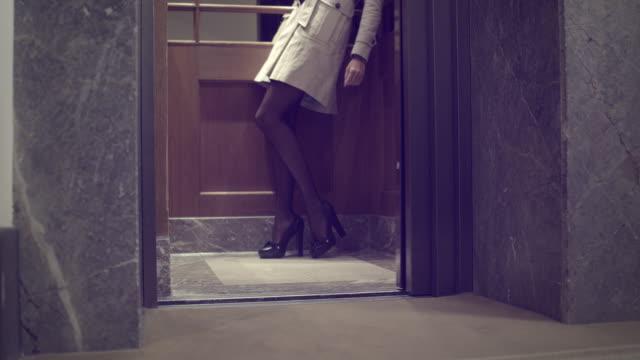 sexy woman in elevator - glamour bildbanksvideor och videomaterial från bakom kulisserna