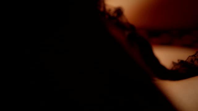 sexy frau in unterwäsche aus spitze - partiell lichtdurchlässig stock-videos und b-roll-filmmaterial