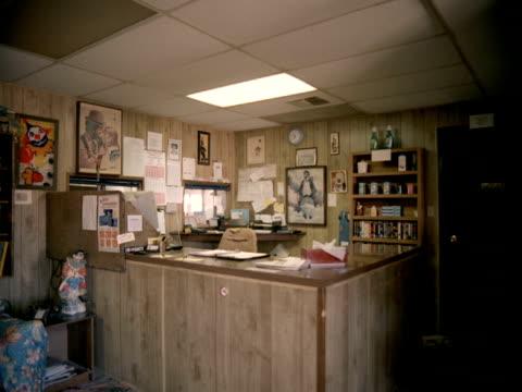 ms, shabby empty motel lobby, tonopah, nevada, usa - ネバダ州点の映像素材/bロール