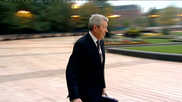 shadow chancellor alan johnson resigns 8102010 alan jonson mp along through town square carrying briefcase and shopping bag int alan jonson mp... - alan johnson stock videos & royalty-free footage