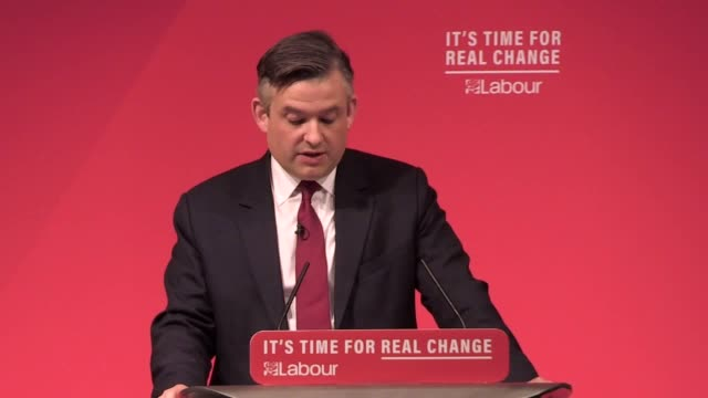 vidéos et rushes de shadow chancellor john mcdonnell and shadow health secretary jonathan ashworth announce labour's spending plans for the nhs the party has pledged to... - nhs anglais