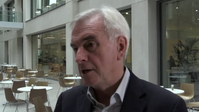 shadow chancellor john mcdonnell calls boris johnson 'posh trump' and discusses accusations of anti-semitism in the labour party and the resignation... - gloria de piero stock videos & royalty-free footage