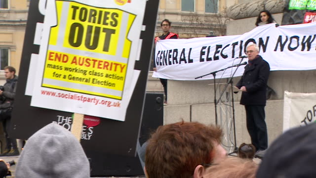 shadow chancellor john mcdonnell speaking at trafalgar square rally at left wing demonstration demanding a general election - allgemeine wahlen stock-videos und b-roll-filmmaterial