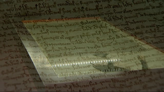 vídeos de stock e filmes b-roll de shadow home secretary resigns over 42-day detention vote; british library: good shots magna carta , close up of magna carta - magna carta documento histórico