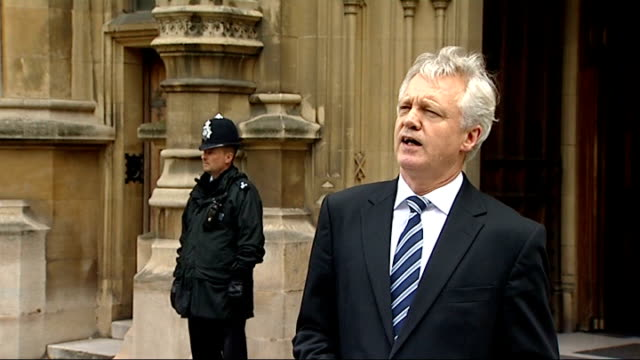stockvideo's en b-roll-footage met shadow home secretary resigns over 42day detention vote westminster houses of parliament david davis mp press conference sot i will be resigning my... - schaakstuk