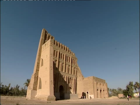 shadows fall across taq-e kisra at the ancient ruins of ctesiphon. - baghdad stock videos & royalty-free footage