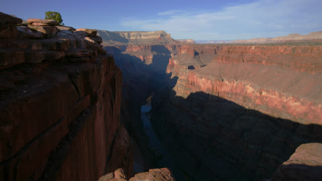 time lapse long shot shadows move over grand canyon and colorado river at toroweap overlook as sun sets, arizona - fluss colorado river stock-videos und b-roll-filmmaterial