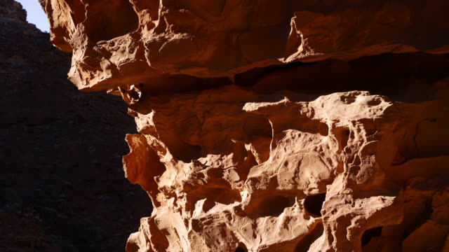 tl shadows shift over sandstone rockface, australia - sandstone stock videos & royalty-free footage