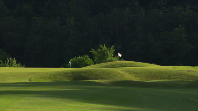 shadowy fairway - links golf stock videos & royalty-free footage