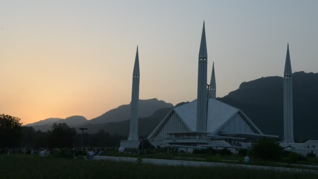 shah faisal masjid, islamabad - pakistan stock-videos und b-roll-filmmaterial