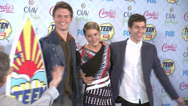 shailene woodley ansel elgort and nat wolff at the teen choice awards 2014 at the shrine auditorium on august 10 2014 in los angeles california - shrine auditorium stock videos & royalty-free footage