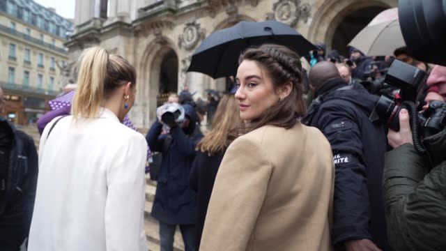 slomo shailene woodley arriving at stella mccartney at celebrity sightings paris fashion week womenswear fall/winter 2020/2021 on february 24 2020 in... - stella mccartney marchio di design video stock e b–roll