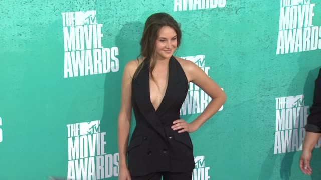 shailene woodley at 2012 mtv movie awards - arrivals at gibson amphitheatre on june 03, 2012 in universal city, california - gibson amphitheatre stock-videos und b-roll-filmmaterial