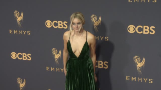 vidéos et rushes de shailene woodley at the 69th annual primetime emmy awards at microsoft theater on september 17, 2017 in los angeles, california. - emmy awards