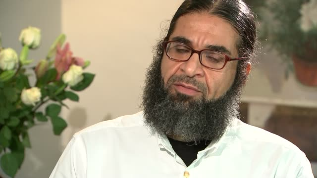 shaker aamer interview: afghanistan; shaker aamer interview sot - on his wife suffering abuse about wearing niqab - on wanting to live in afghanistan - 僧衣点の映像素材/bロール